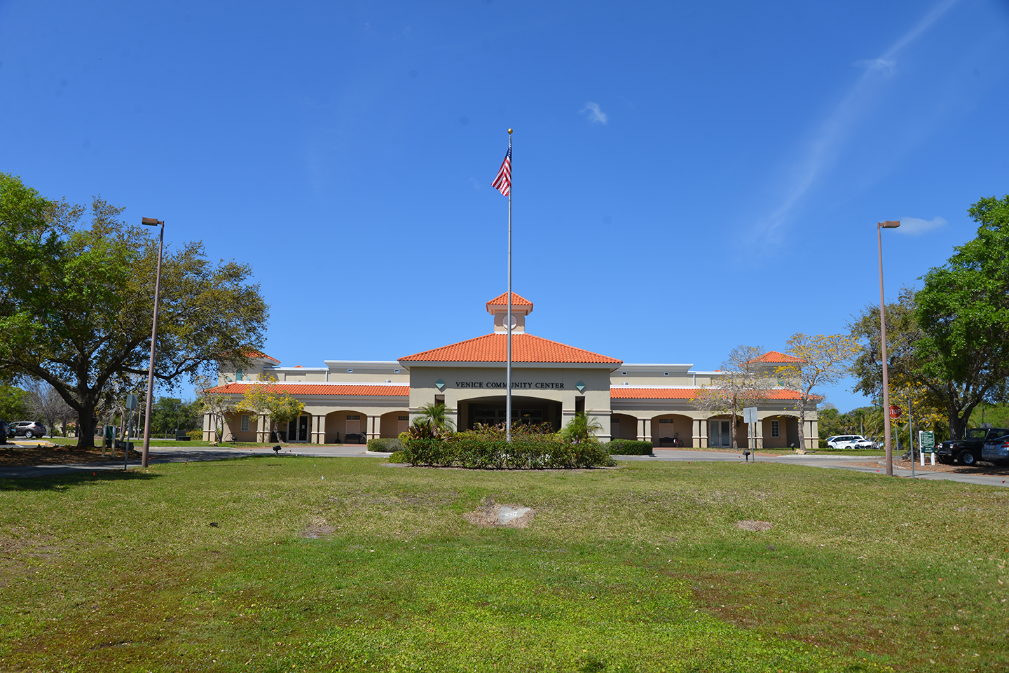 Front view of the Venice Community Center