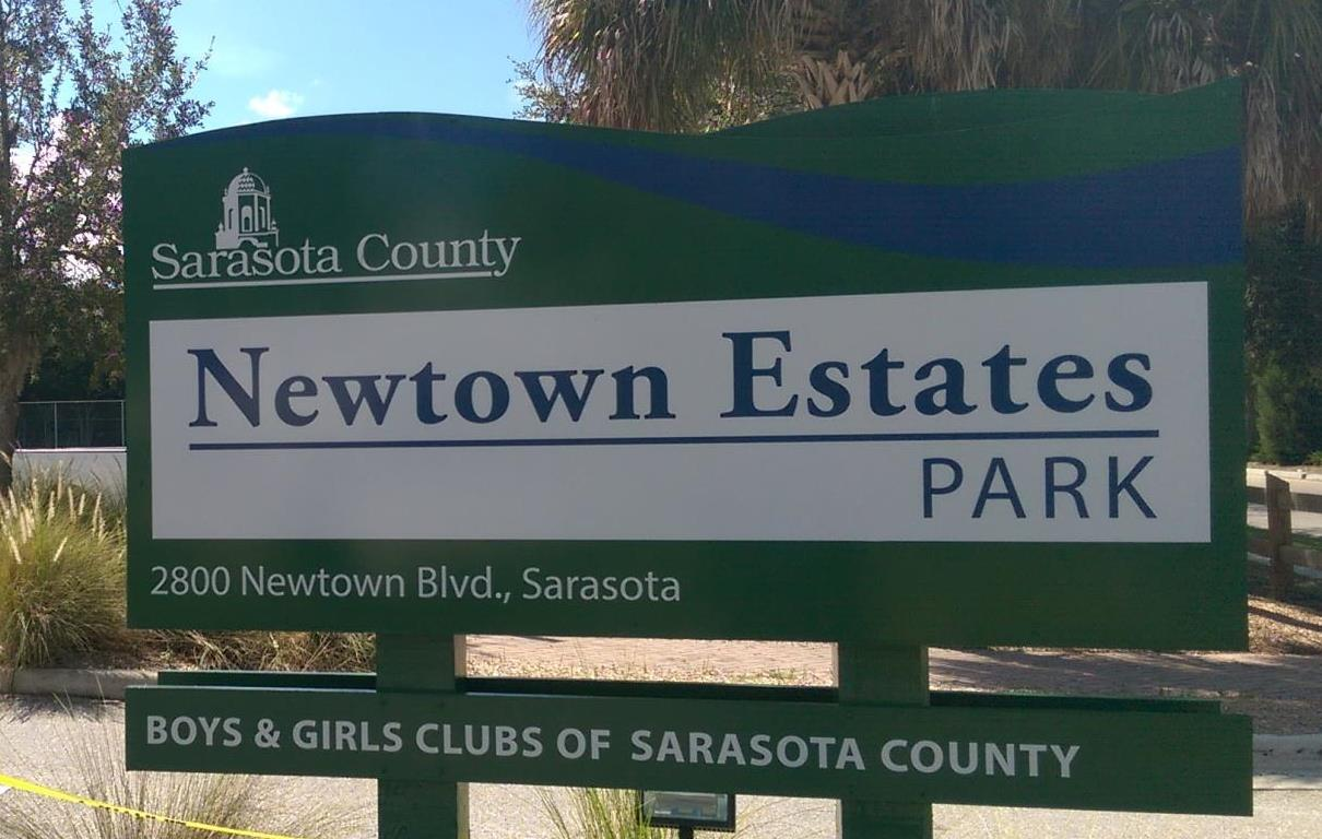 Newtown Estates Park Entrance sign